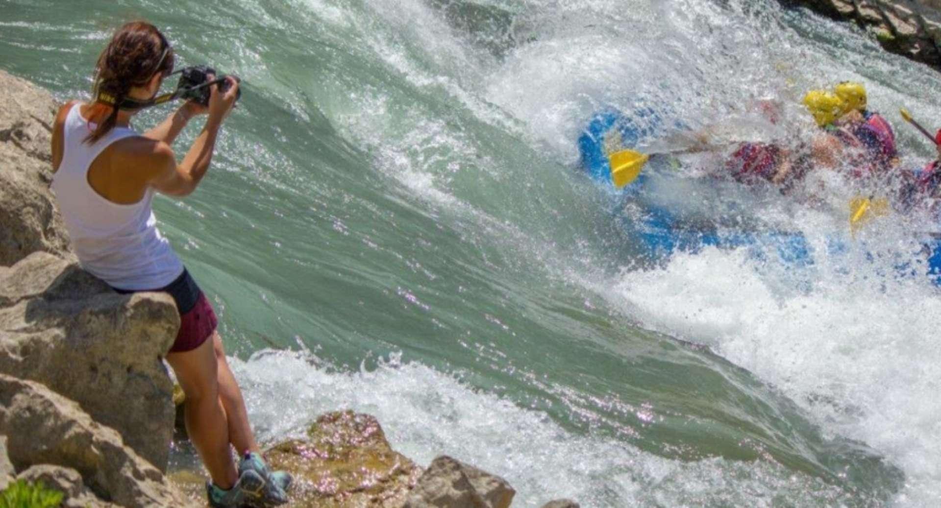 RAFTING EN EL RÍO GÁLLEGO<br /><strong>Rafting + comida + visita <strong class='extra_info_articulo'>- desde 120.00 €  </strong></strong>