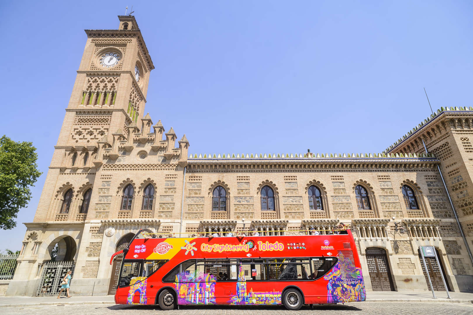 CITY SIGHTSEEING CATEDRAL SKIP-THE-LINE (24H BUS TURÍSTICO + ENTRADA AL ALCÁZAR + ENTRADA CATEDRAL SIN COLAS)<br /><strong>Tickets <strong class='extra_info_articulo'>- desde 33.90 €  </strong></strong>