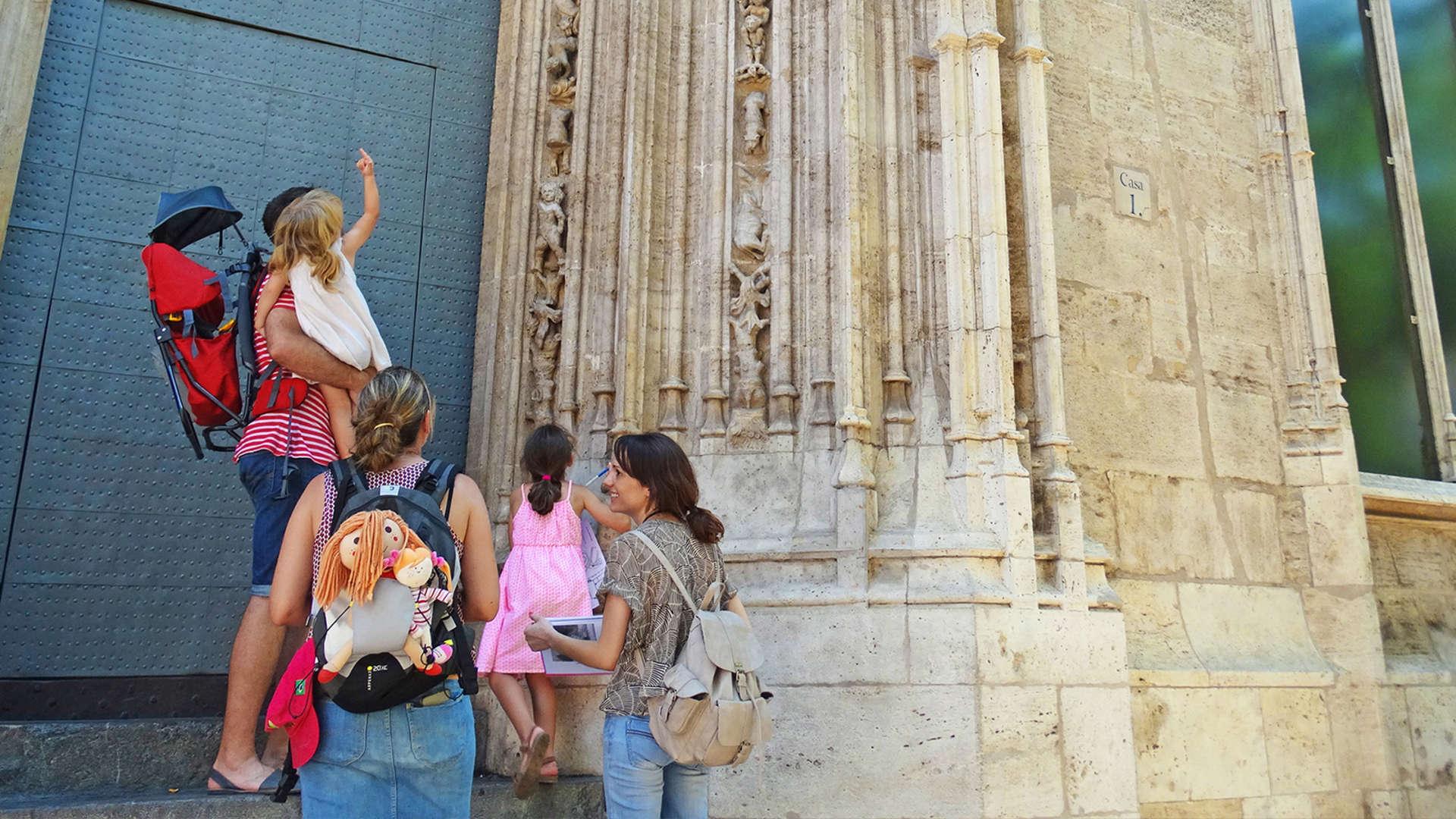 VALENCIA FAMILY TOUR<br /><strong>Visita guiada <strong class='extra_info_articulo'>- desde 11.00 €  </strong></strong>