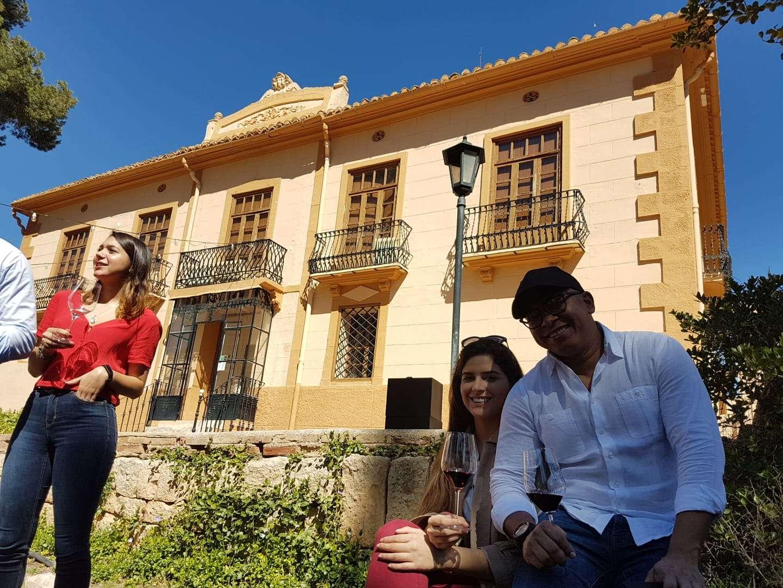 Foto de TOUR DE VINOS BODEGAS UTIEL-REQUENA