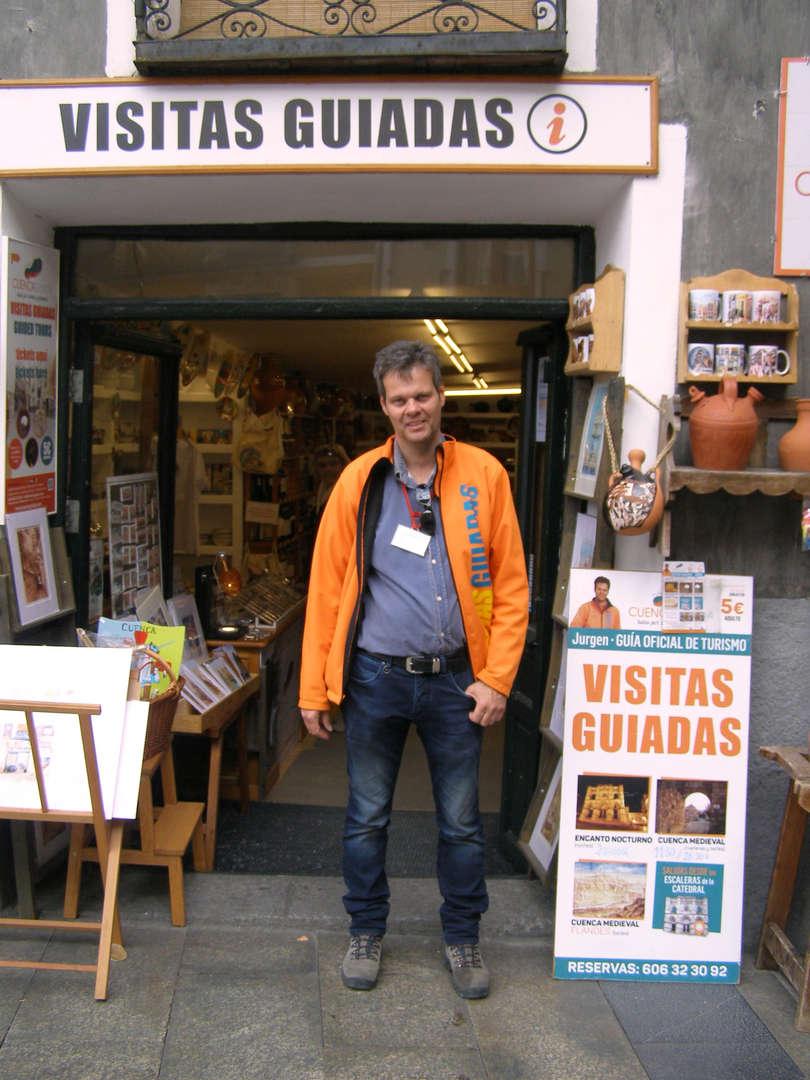 Foto de VISITA CUENCARTE VIP. CON VINO Y TAPA